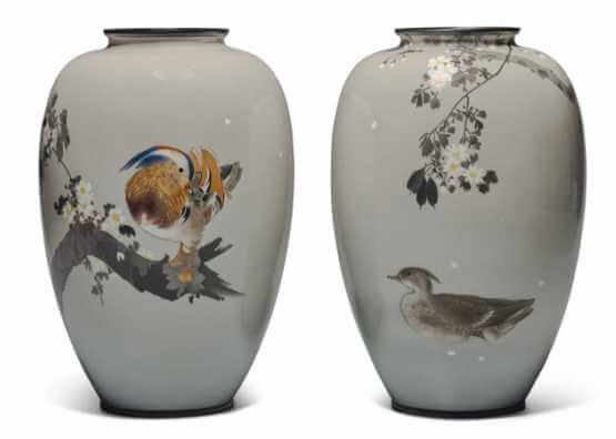 A PAIR OF CLOISONNÉ ENAMEL VASES | MEIJI PERIOD (LATE 19th CENTURY)