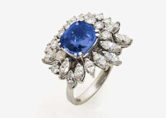 Ring with sapphire and diamonds | about 10.6 g SvP