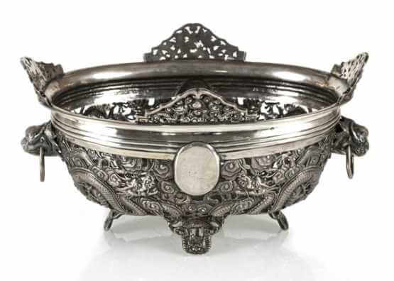 Openwork silver bowl with dragon decor | China