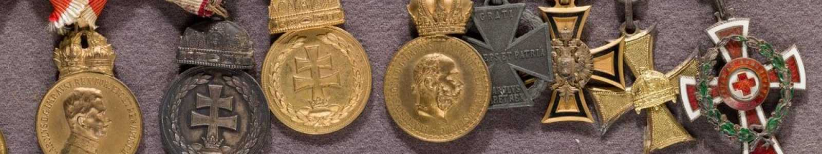 A82m - International medals & military history collectibles