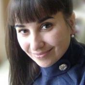 Painter Oksana Shestopal