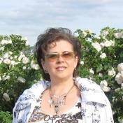 Painter Nina Latushko