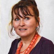 Painter Olena Balykova