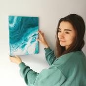 Artist Olesia Hlukhovska