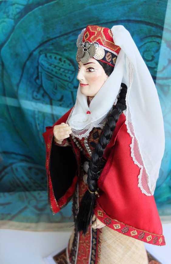Karine Yeghiazaryan. Poupée de collection dans l'costume national - photo 3