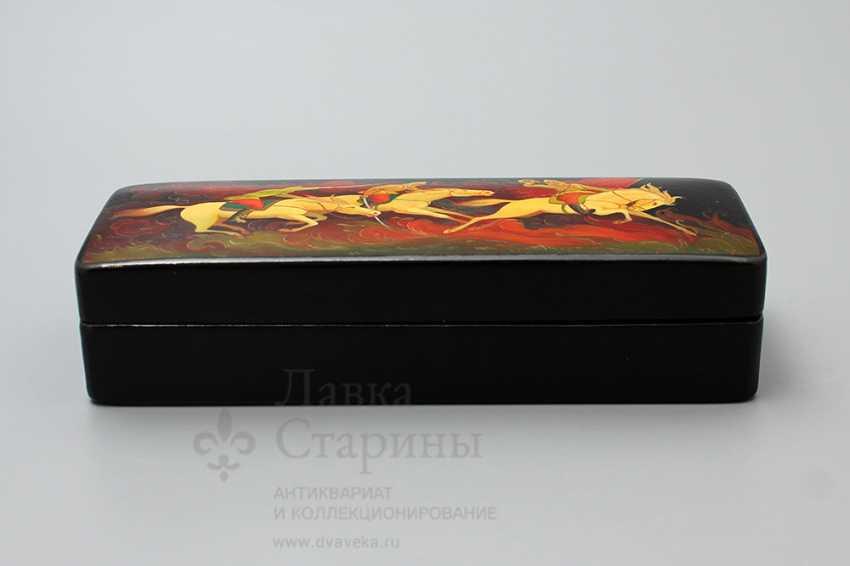 """Soviet propaganda lacquer box """"Attack"""", papier-mache, lacquer, 1960-ies - photo 2"""