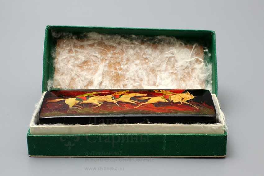 """Soviet propaganda lacquer box """"Attack"""", papier-mache, lacquer, 1960-ies - photo 3"""