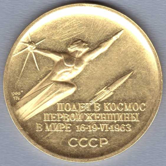 """Commemorative gold medal """"Valentina Tereshkova. Space flight first woman in the world on June 16-19, 1963"""", gold 900 samples, USSR, 1960s - photo 1"""