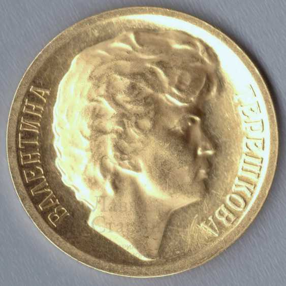 """Commemorative gold medal """"Valentina Tereshkova. Space flight first woman in the world on June 16-19, 1963"""", gold 900 samples, USSR, 1960s - photo 5"""