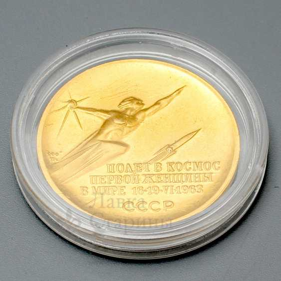 """Commemorative gold medal """"Valentina Tereshkova. Space flight first woman in the world on June 16-19, 1963"""", gold 900 samples, USSR, 1960s - photo 2"""