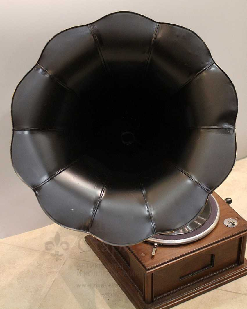 Antique gramophone with a black steel case made of carved wood, Russia, early 20th century - photo 2