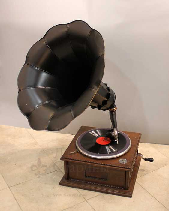 Antique gramophone with a black steel case made of carved wood, Russia, early 20th century - photo 1