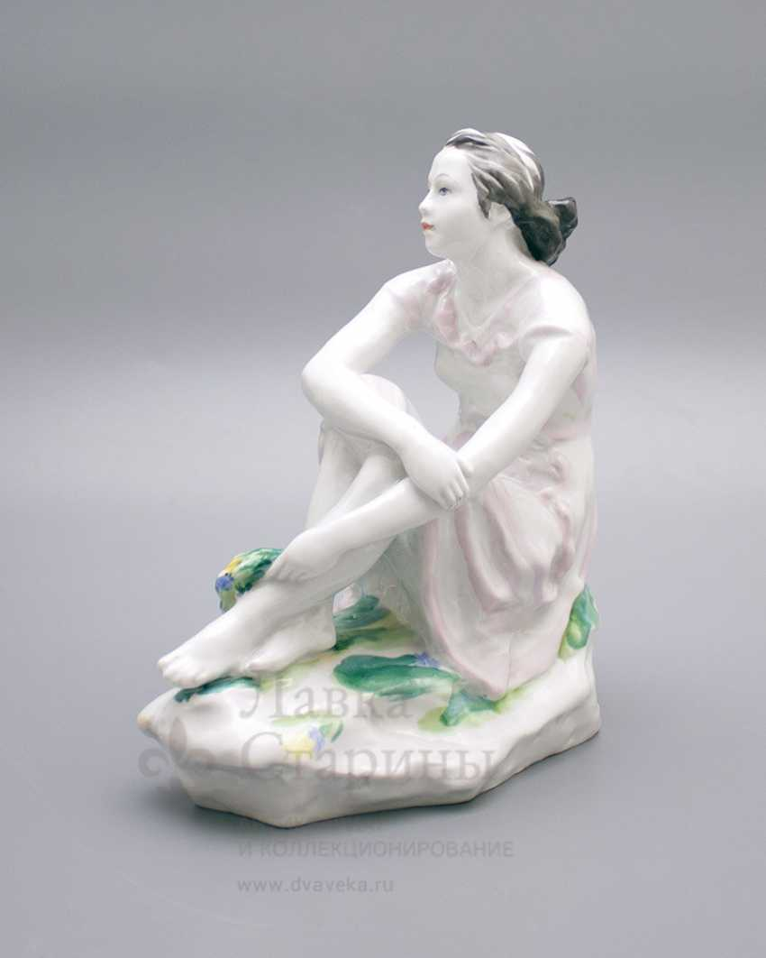 "Porcelain figurine ""On holiday"", LFZ, sculptor Gendelman And E., the artist lupanova E. N. - photo 3"