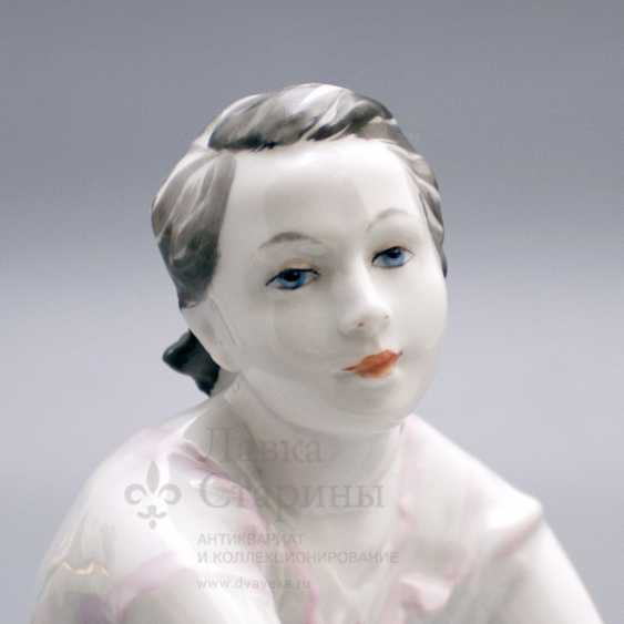 "Porcelain figurine ""On holiday"", LFZ, sculptor Gendelman And E., the artist lupanova E. N. - photo 2"