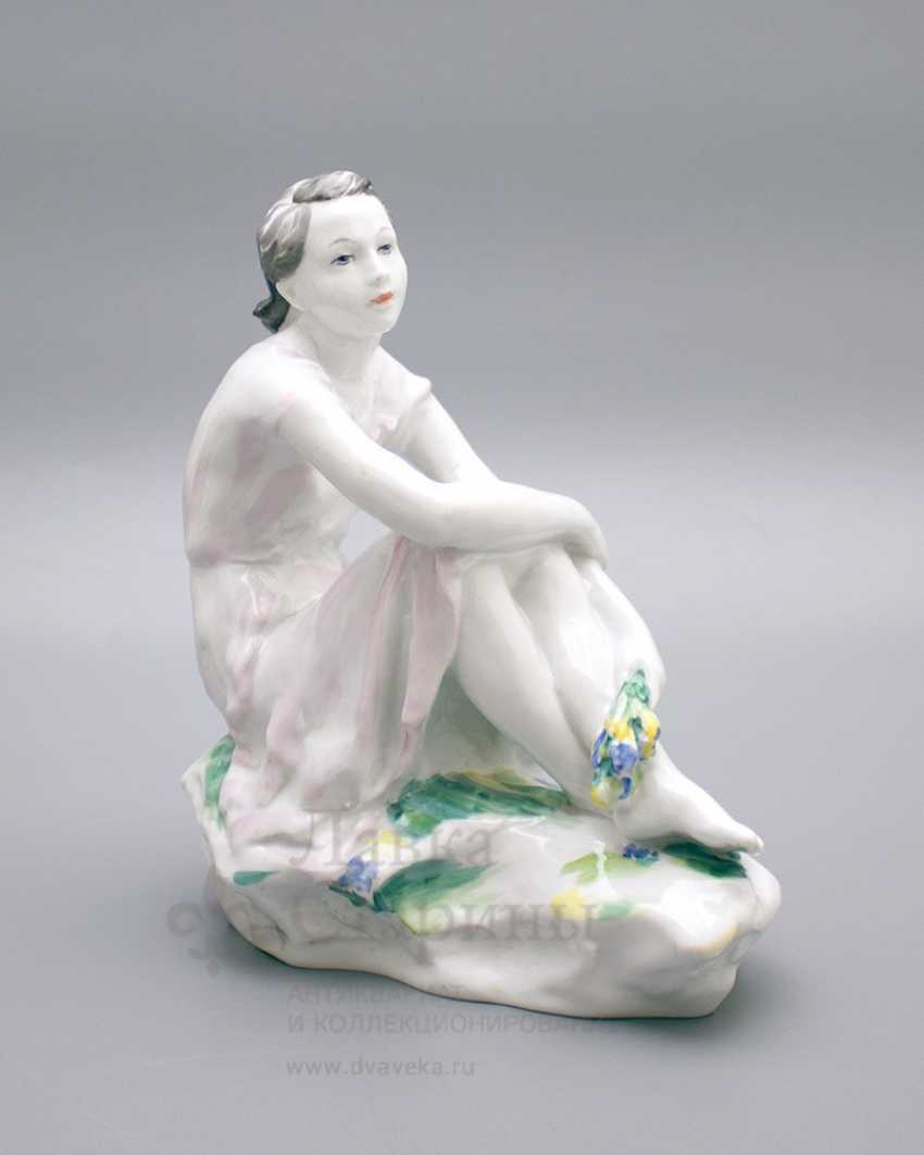 "Porcelain figurine ""On holiday"", LFZ, sculptor Gendelman And E., the artist lupanova E. N. - photo 1"