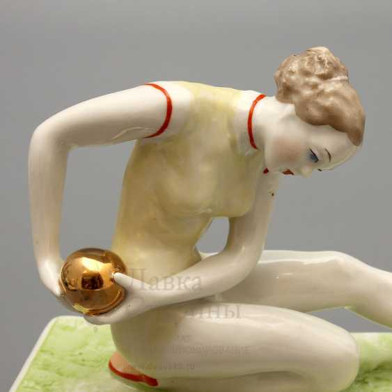 "Porcelain figurine ""Gymnast with ball"" Dulyovo, sculptor taiga O. P., 1959 - photo 2"