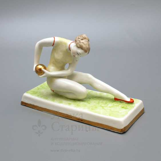 "Porcelain figurine ""Gymnast with ball"" Dulyovo, sculptor taiga O. P., 1959 - photo 1"