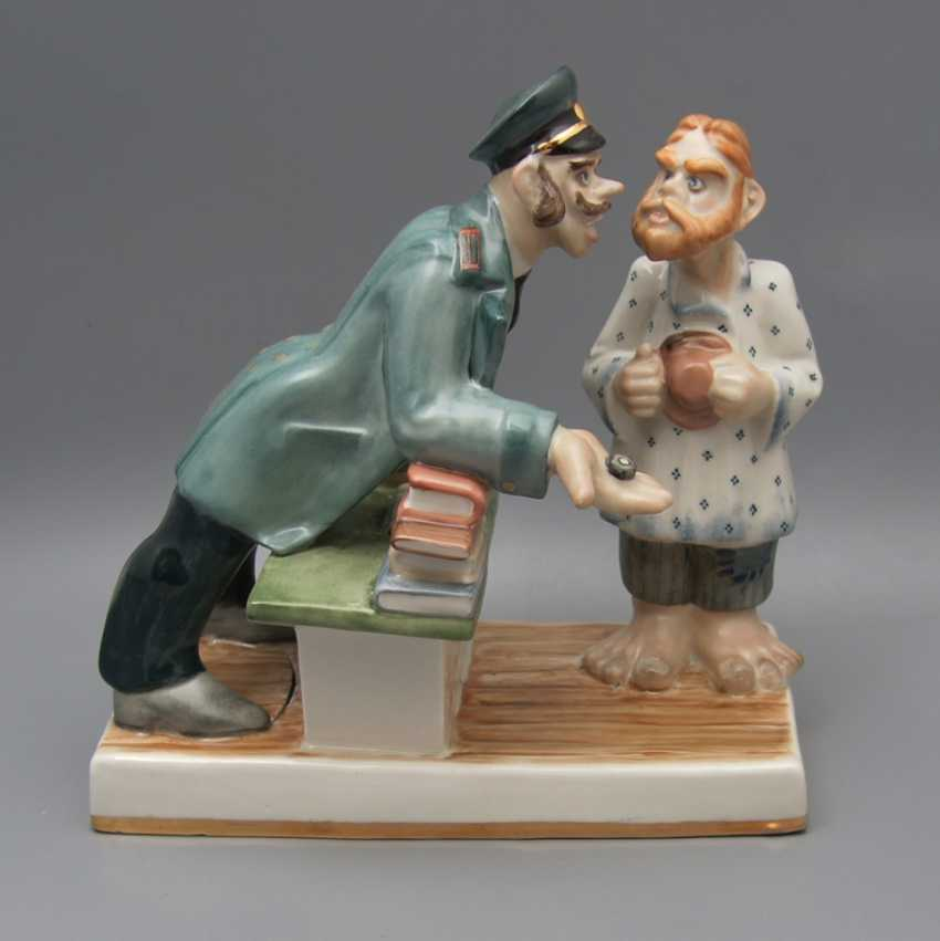 """The sculpture """"Attacker"""", the sculptor A. Asanbaev, artist O. Koricheva, porcelain Dulyovo, 2000 - photo 1"""