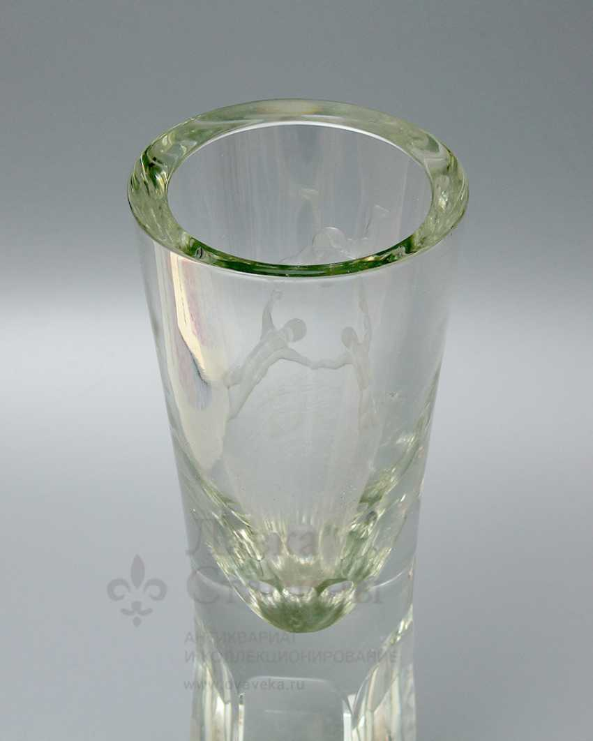 "Soviet glass flower vase ""Parachutists"" - photo 3"