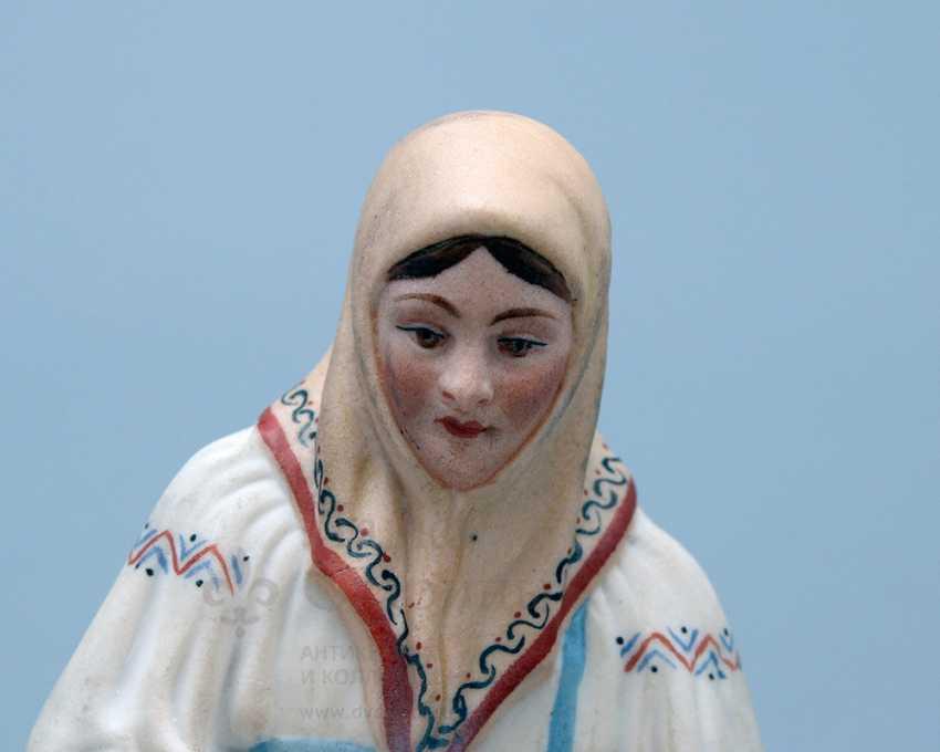 """Vintage Soviet figurine """"Peasant, whitening canvas"""", porcelain, biscuit, Verbilki, 1920-30 years - photo 4"""