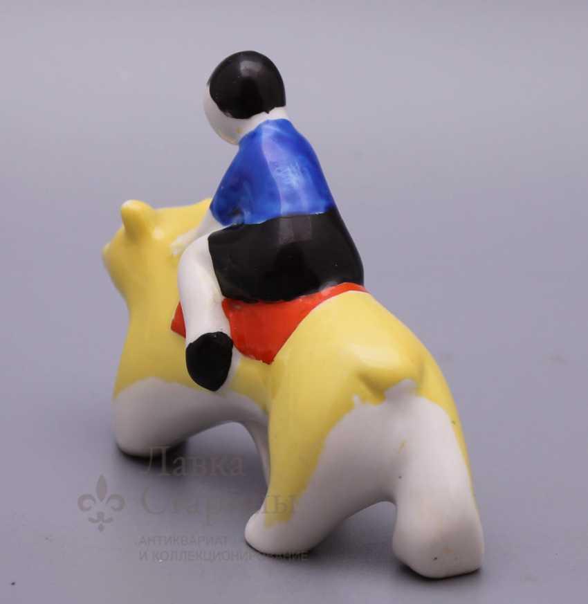 "Porcelain figurine ""Boy bear"" from the ""Carousel"", Verbilki USSR - photo 3"