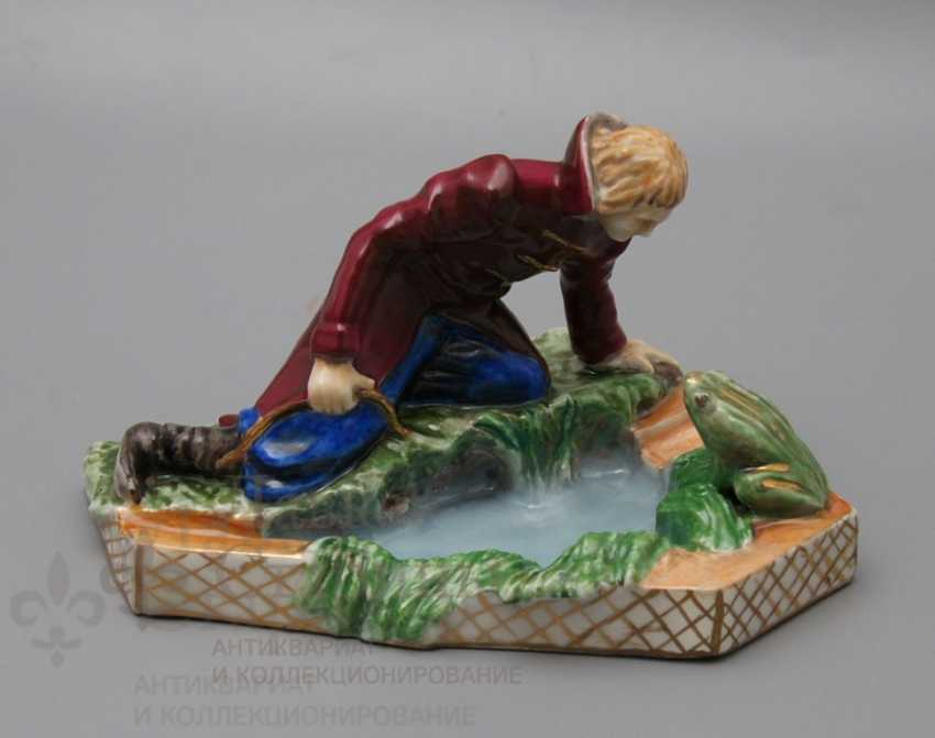 """The author's figure of the """"Prince Ivan to the frog-Princess"""", Pervomaysky porcelain factory (Sand) - photo 1"""