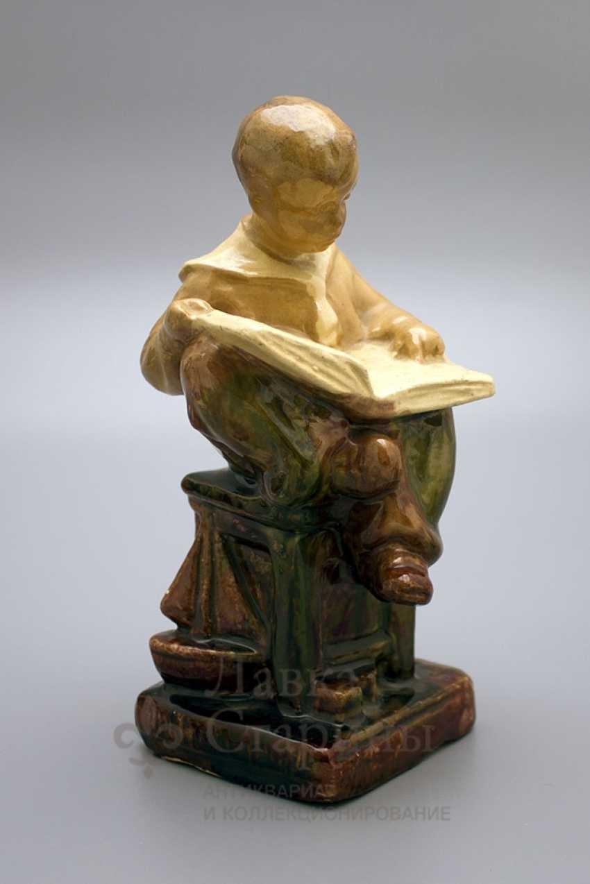 "Figurine ""Boy reading book"" - photo 1"