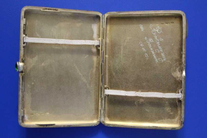 Cigarette case (84 alloy, carving, gilding, emerald) - photo 3