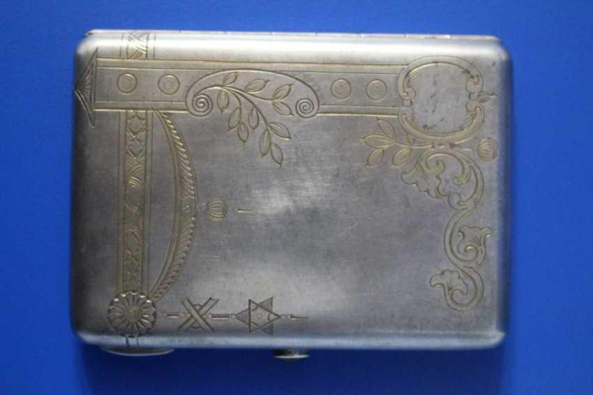 Cigarette case (84 alloy, carving, gilding, emerald) - photo 1