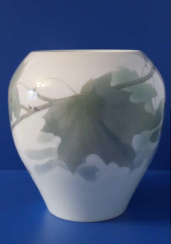 "Flower vase ""maple Branch"", Imperial porcelain factory, 1907 - photo 1"