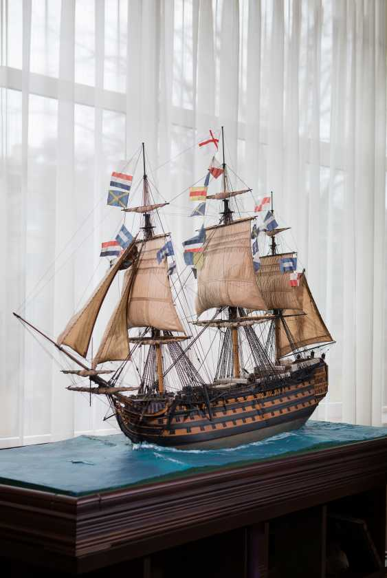 Vitaliy Anakhin. Model of an English 100-gun ship in the water surface. Modell der englischen 100-Kanonen-Schiff in der Wasseroberfläche. - Foto 1