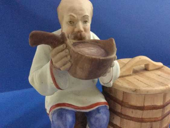 Man drinking from a ladle, Gardner - photo 2