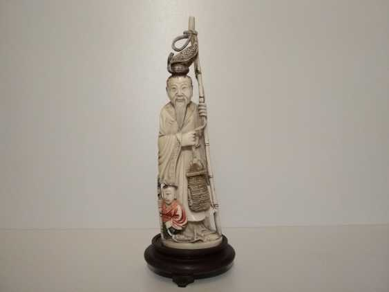 Vladimir Realmammoth. Figurine Chinese man with a child - photo 1