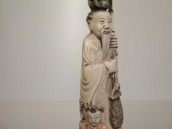 Vladimir Realmammoth. Figurine Chinese man with a child - photo 2