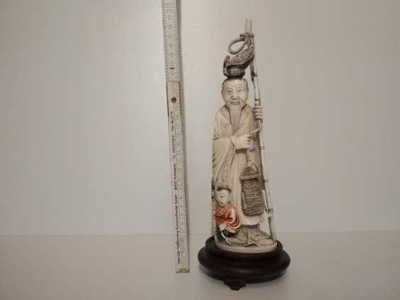 Vladimir Realmammoth. Figurine Chinese man with a child - photo 4