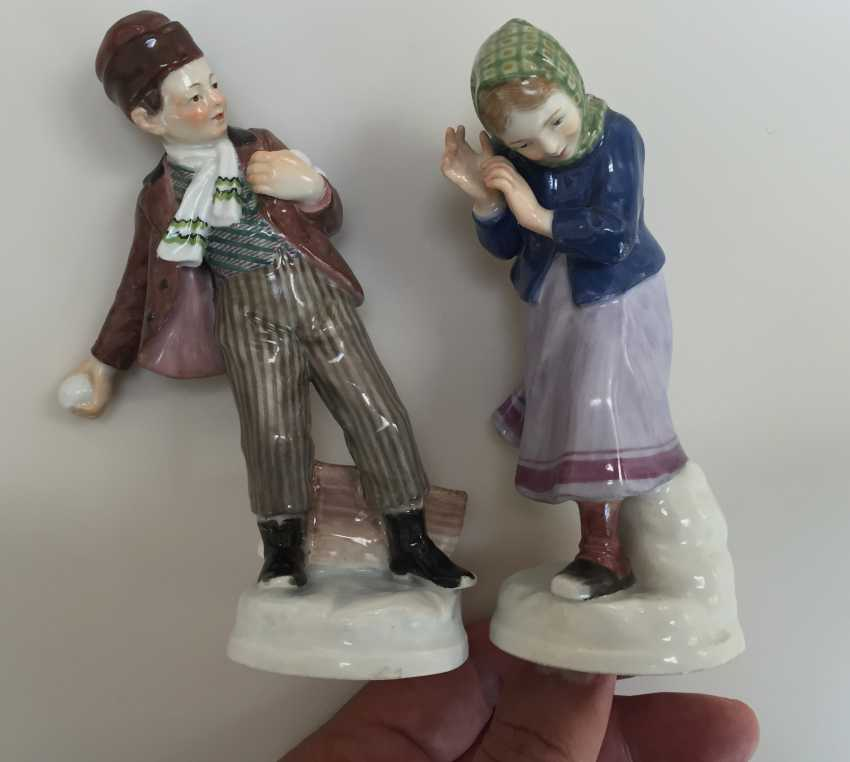 Pair of Meissen figures Children with snow balls c.1905 - photo 1