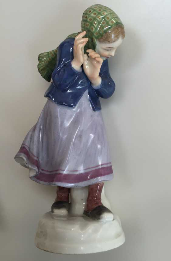 Pair of Meissen figures Children with snow balls c.1905 - photo 8