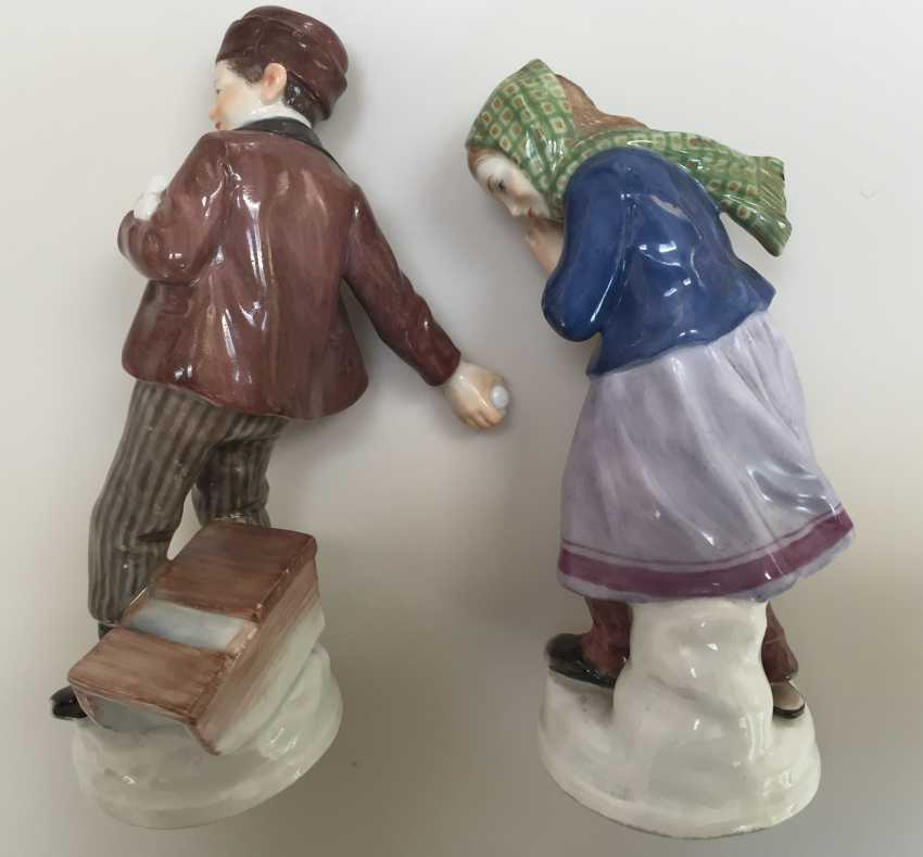 Pair of Meissen figures Children with snow balls c.1905 - photo 2