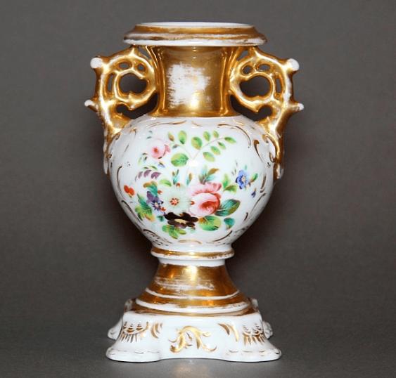 Vase made of porcelain - photo 2