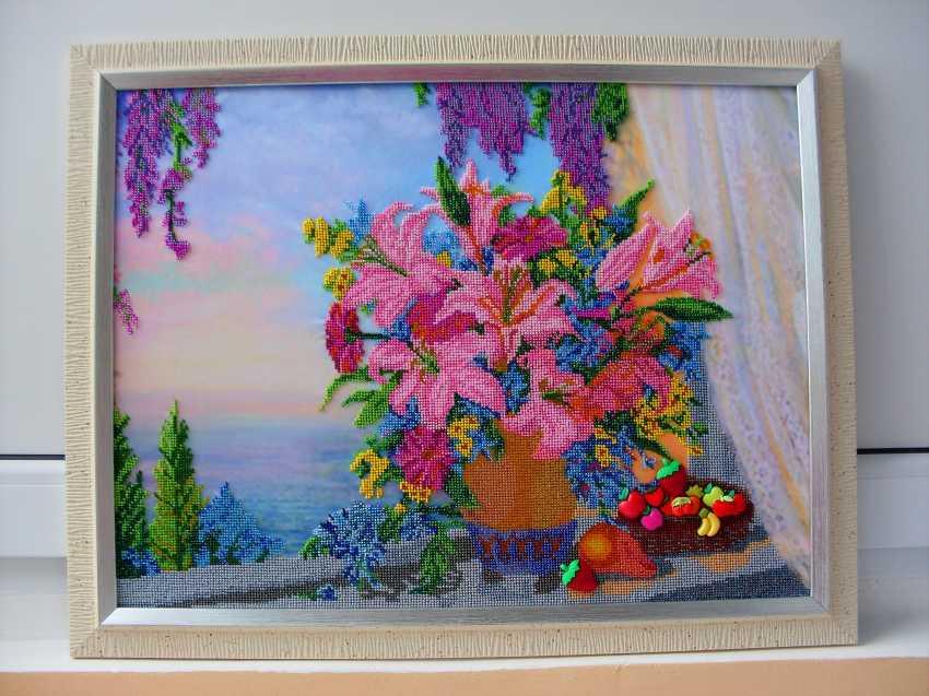Svetlana Cernih. Vase with flowers on the window - photo 1