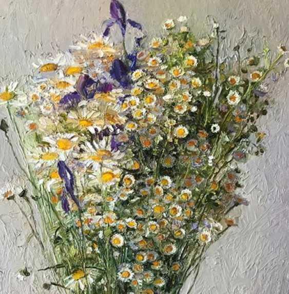 "Kateryna Kosianenko. ""Daisies in a tall jug"" - photo 2"