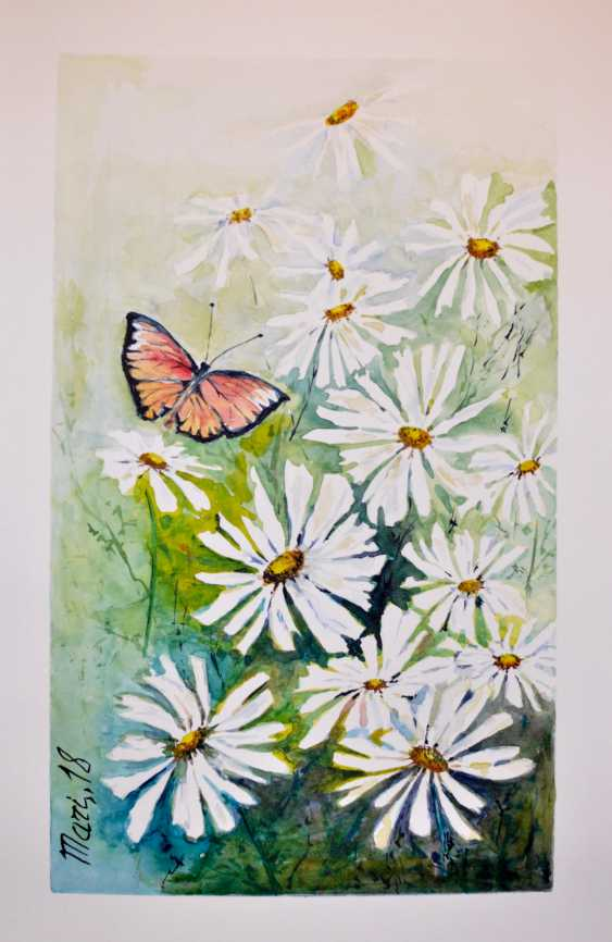 Maryna Pashchenko. Butterfly and white flowers. - photo 1