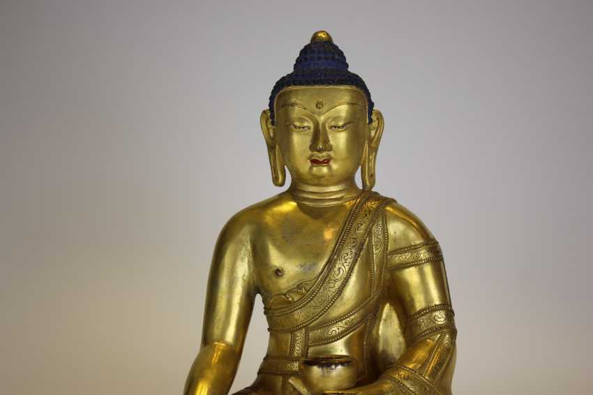 Tibet gilt bronze figure of Buddha - photo 1