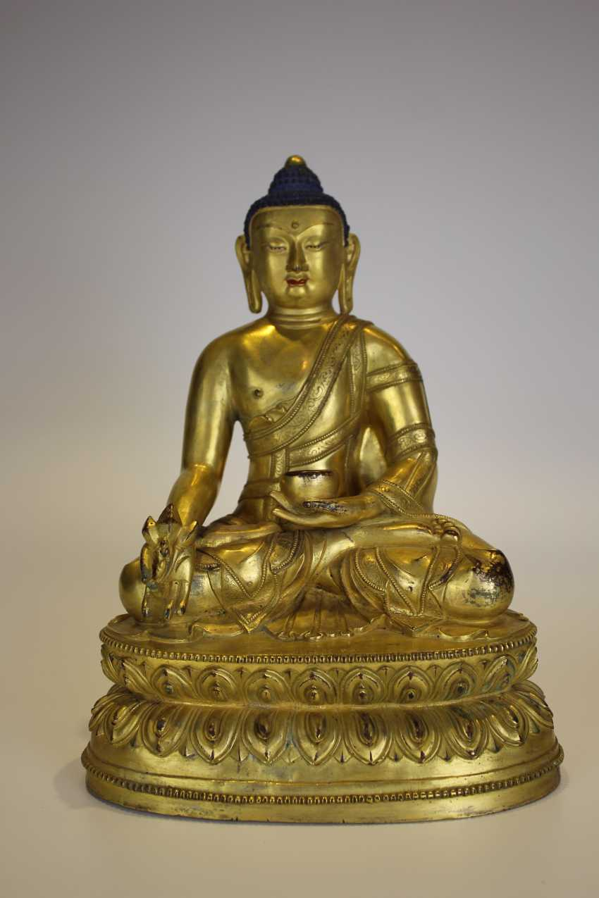 Tibet gilt bronze figure of Buddha - photo 3