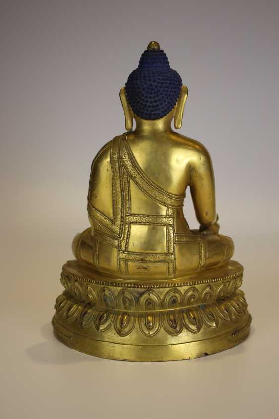 Tibet gilt bronze figure of Buddha - photo 4