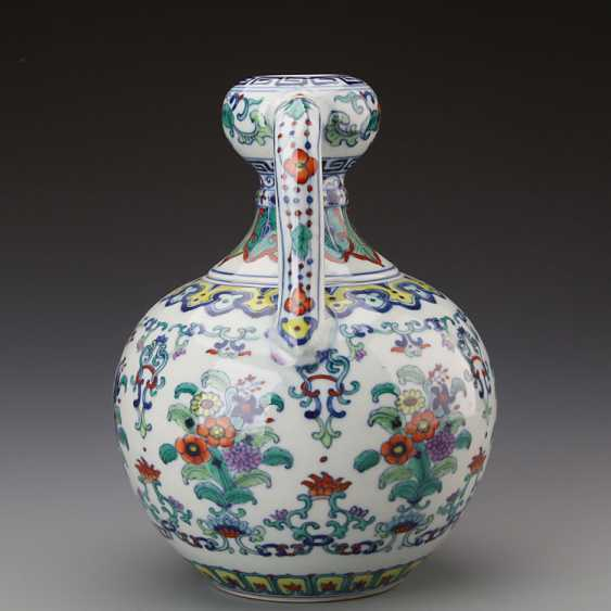Chinese doucai porcelain Bottle with Yongzheng Mark - photo 2