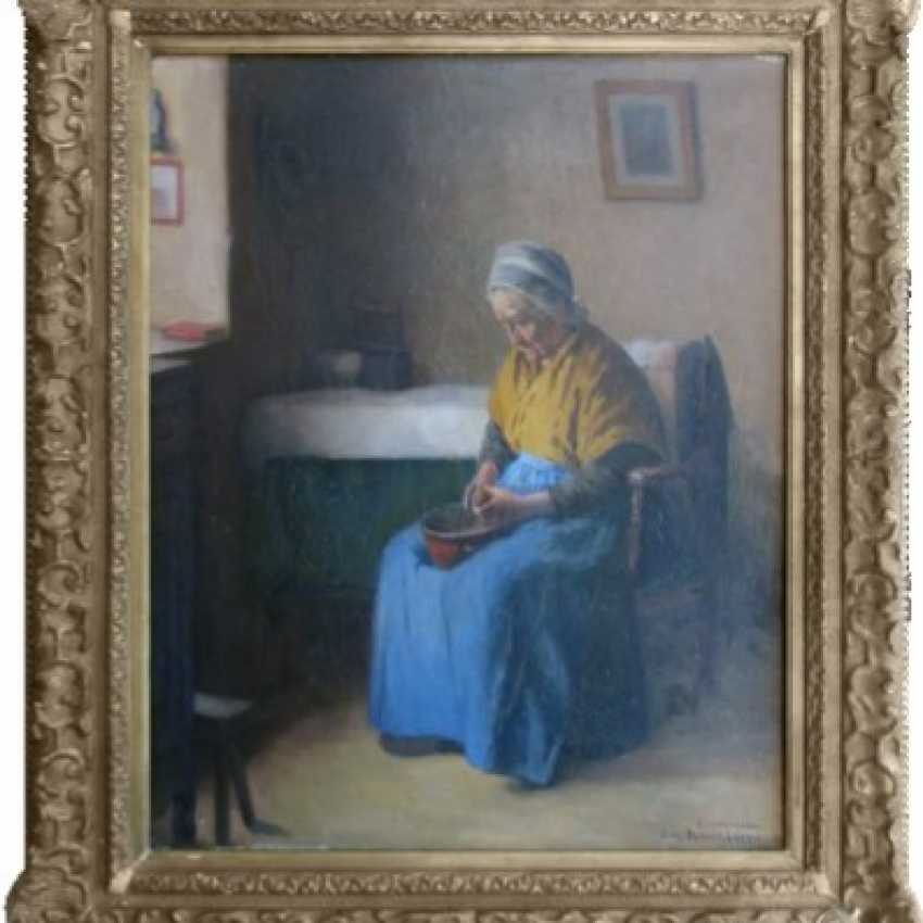 Portrait of old woman - photo 3