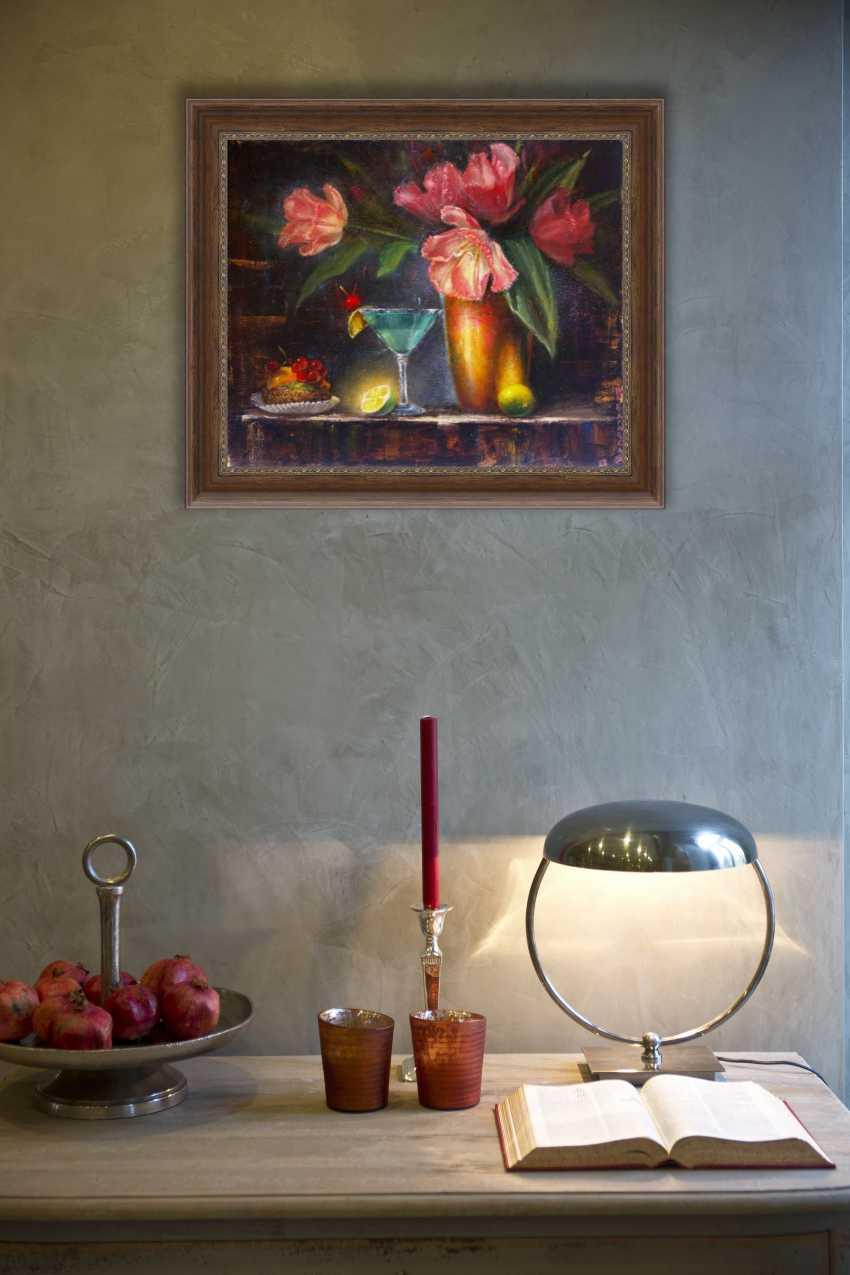 Nataliia Bahatska. Still life with tulips and cake. - photo 2