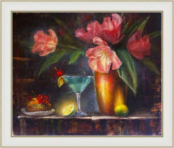 Nataliia Bahatska. Still life with tulips and cake. - photo 3