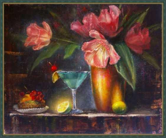 Nataliia Bahatska. Still life with tulips and cake. - photo 5